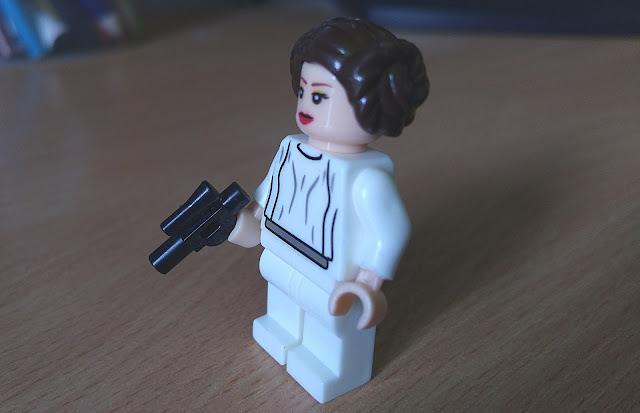 Принцесса Лея минифигурка лего купить