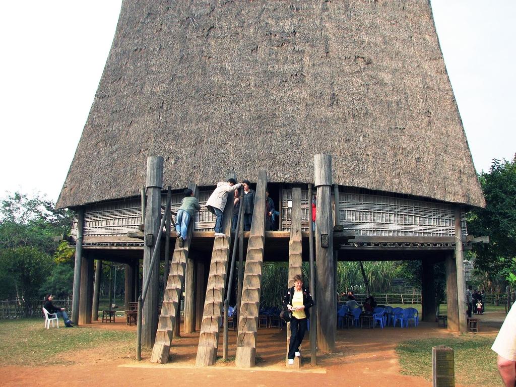 Chia sẻ kinh nghiệm du lịch tại Bảo tàng Dân tộc học Hà Nội
