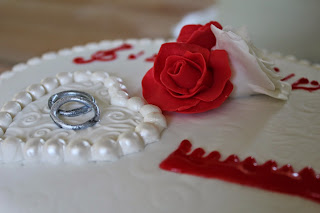 #wedding cake; #mes creation recreations; #pâte à sucre; #anneaux; #décor 3D