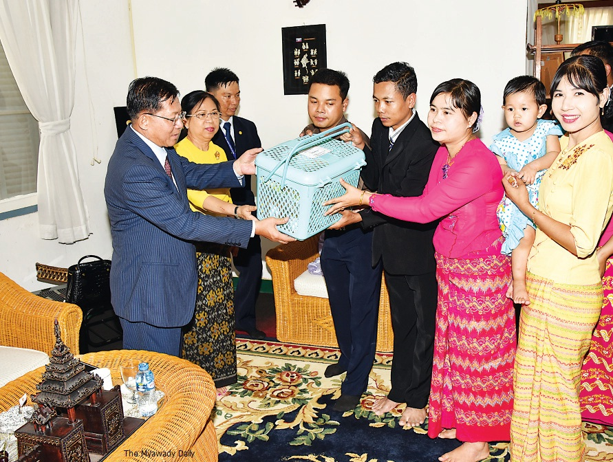 Image result for min aung hlaing family pohto