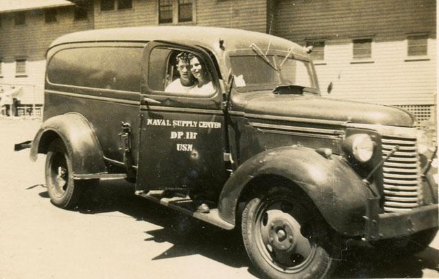 nostalgia on wheels 1939 chevrolet 1 2 ton panel truck 1 1 2 ton usn panel. Black Bedroom Furniture Sets. Home Design Ideas