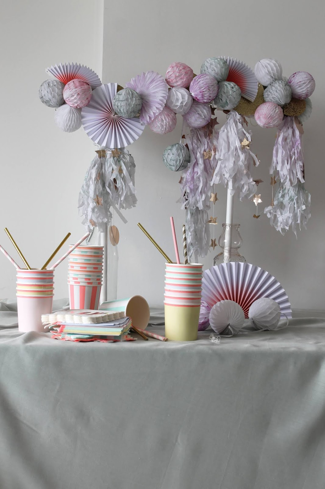 Watercolour & Gold Honeycomb Ball Table Decoration