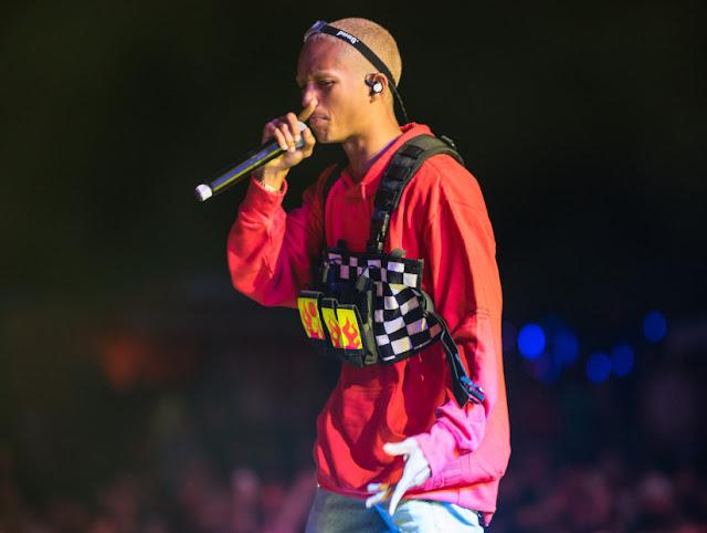 """Filho Will Smith """" Jaden Smith """" diz que namora com com rapper em Concerto"""