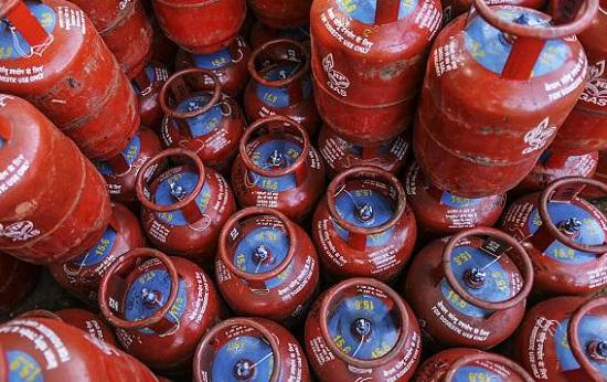 New Delhi, Jaipur, Rajasthan, LPG Gas Cylinder, Price Hike, Petroleum Company, IOC, Indian Oil Corporation, एटीएफ, LPG गैस सिलेंडर, दामों में बढ़ोतरी, इंडियल ऑयल कॉरपोरेशन, एविऐशन टरबाइन फ्यूल, एटीएफ
