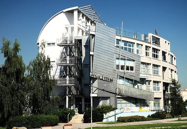 5. The Gymnasium oleh Josef Kiszka dan Barbara Potysz, di Orlová, Czech Republic