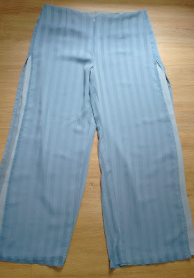 calça pantalona azul tam G