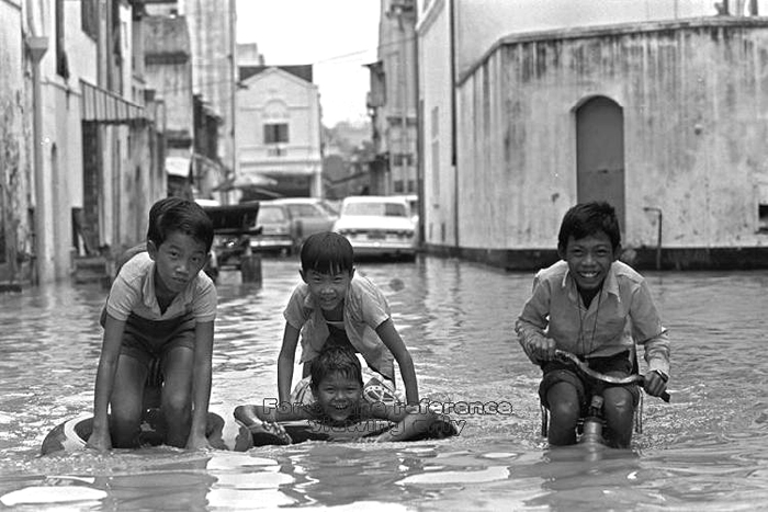 black and white picture ideas for children - Blog To Express Ways Done in the Past Floods in Singapore