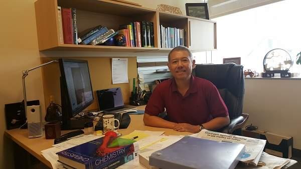 Đề nghị công nhận 'giáo sư quần đùi' là hiệu trưởng ĐH Hoa Sen - Ảnh 1