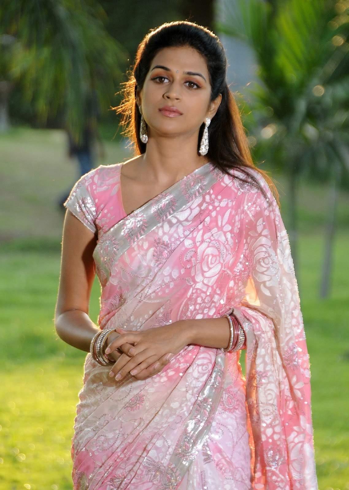 Pink Saree: Actress Shraddha Das Pink Saree Photos