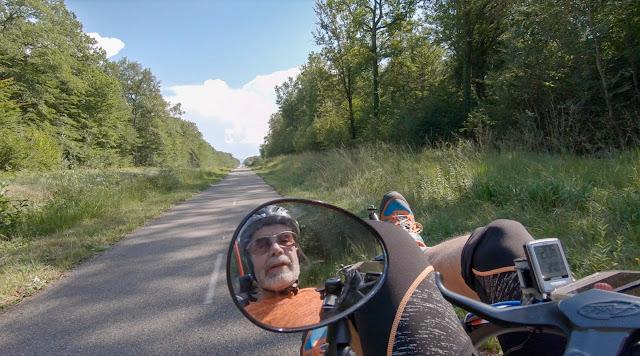 Voyage à vélo, forêt de Chaux