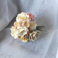 http://www.aubergedesloisirs.com/en-assortiement/1930-fleurs-scrapbooking-rose-blanc.html