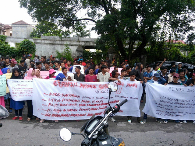 Alamak ! Minta Bubarkan Gerakan #2019GantiPresiden Kantor PKS Sumut di Demo