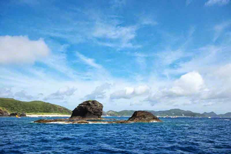 islands, outcroppings,blue skies