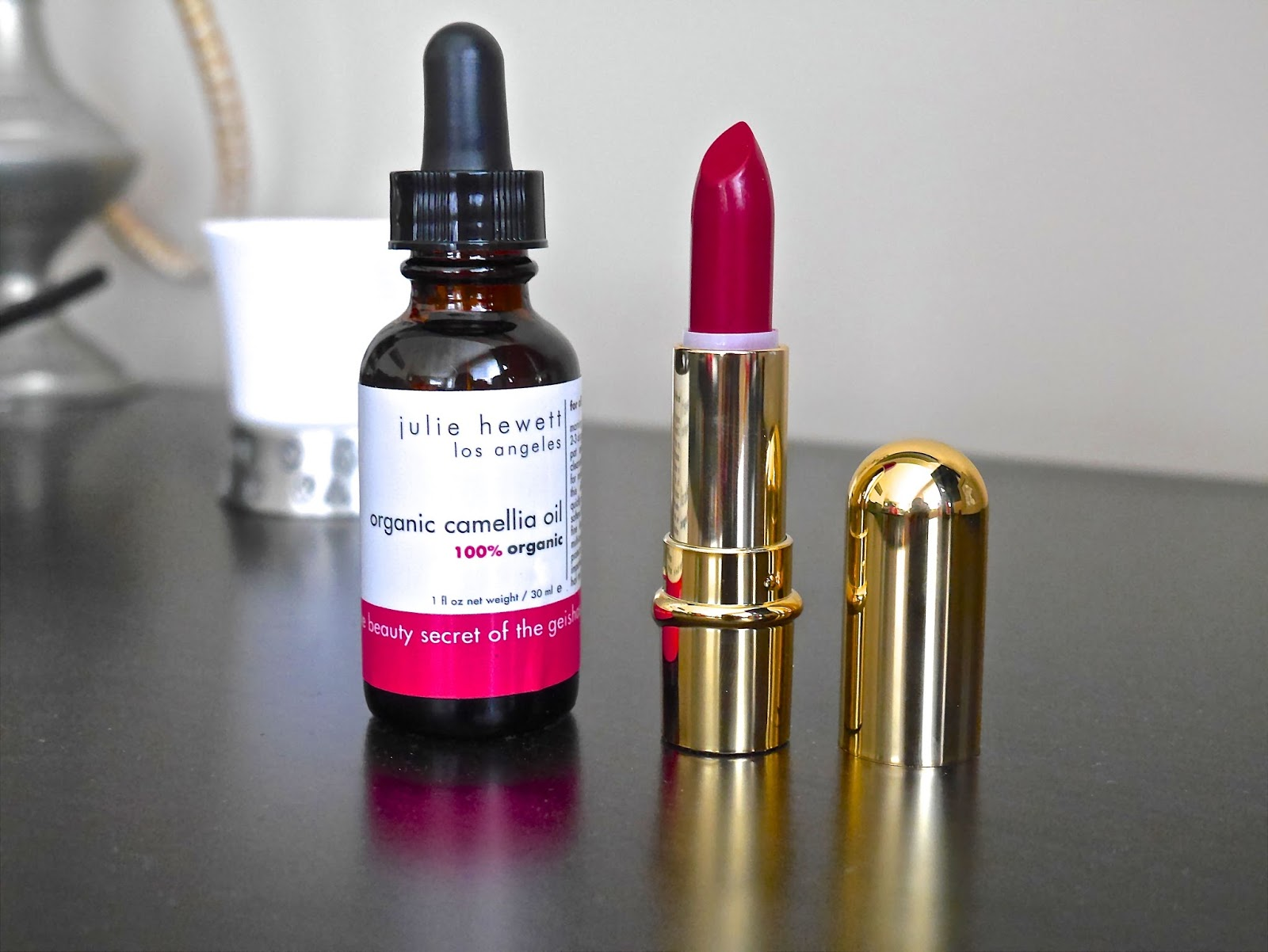 matte lipstick, facial oil, organic, natural, celebrities makeup artist