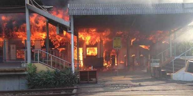 10 Ruangan Stasiun Kereta Api Klender Ludes Terbakar