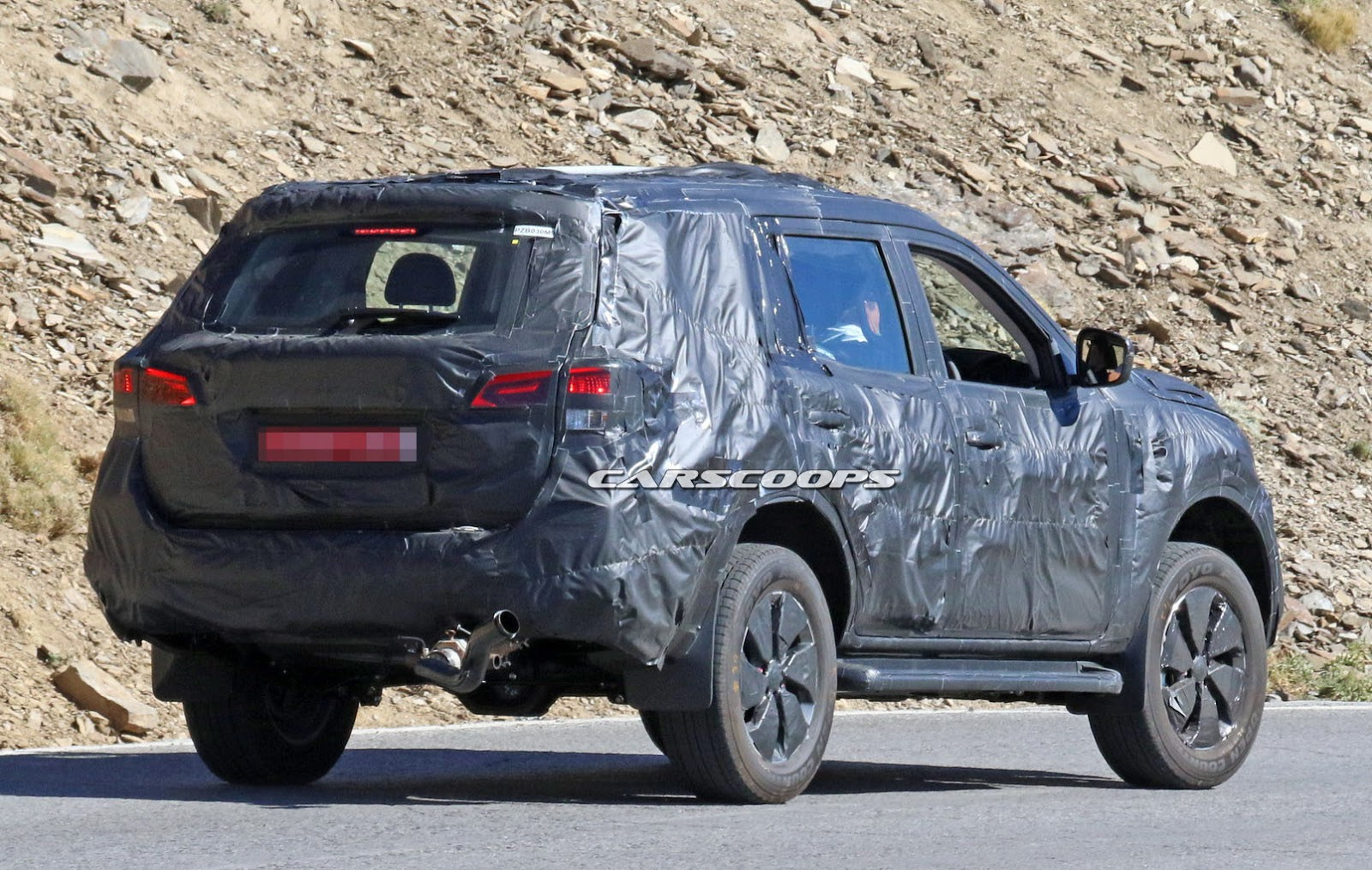 new nissan navara based suv spied could this be the next non us pathfinder. Black Bedroom Furniture Sets. Home Design Ideas