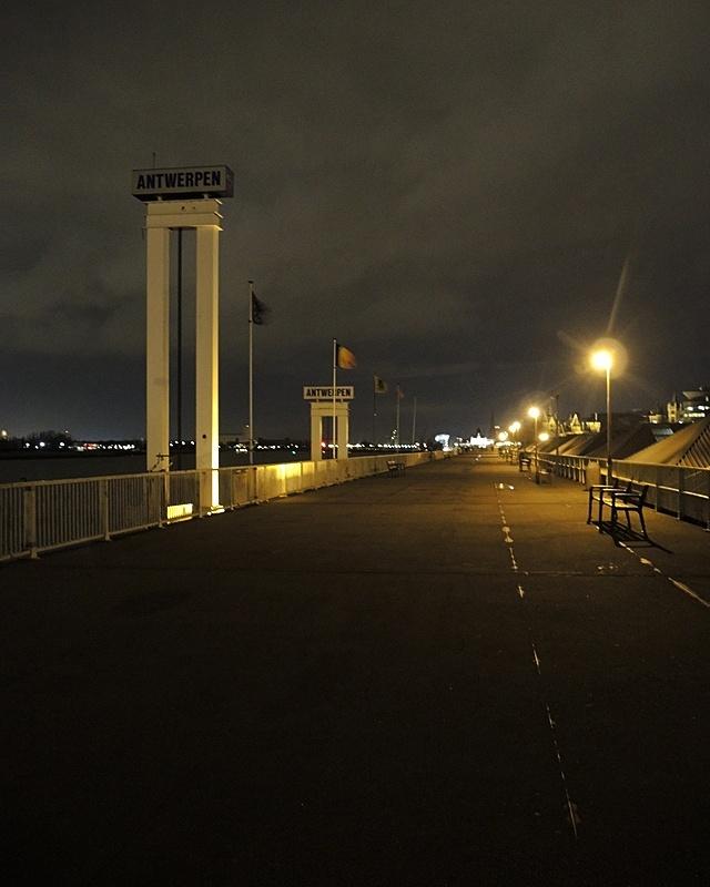 voetgangersbrug aan de schelde
