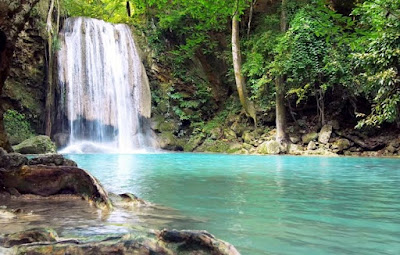 Tips Aman Liburan ke Air Terjun