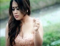 Lirik Lagu Bali Tri Puspa - Singgah Di Hati