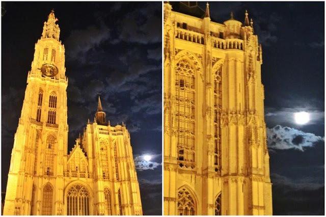 Catedral de Nuestra Señora en Amberes Antwerpen de noche