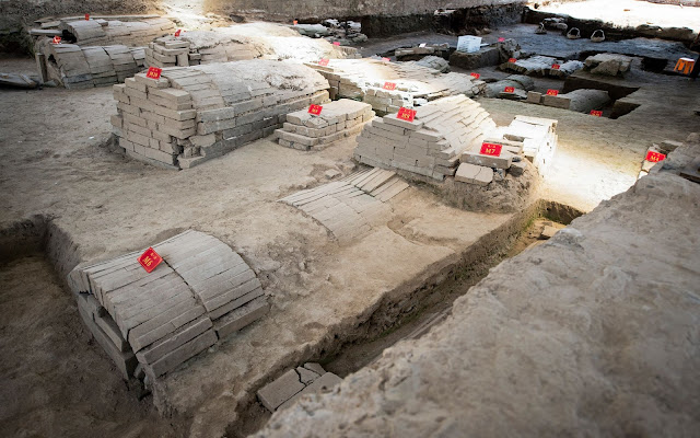 Playwright Tang Xianzu's tomb found in east China