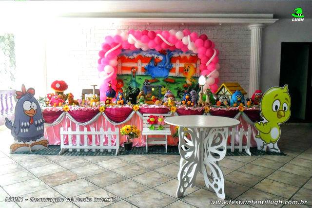 Mesa temática Galinha Pintadinha tradicional super luxo com toalhas de tecido para festa infantil