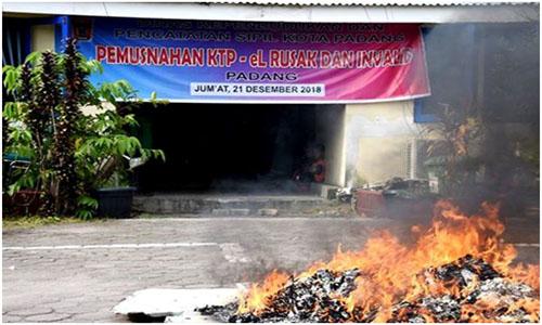 Padang  Bakar, 8005 Keping KTP Rusak Dan Invalid