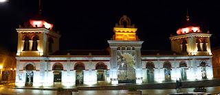 Mercado municipal de Loulé de noche.