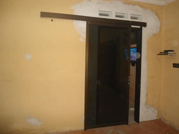 pintu sliding aluminium warna coklat