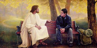 imagem de Jesus sentado em um banco conversando com um jovem