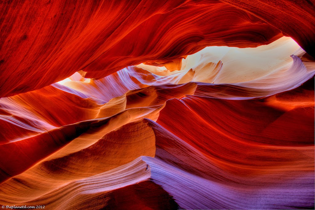 Antelope Canyon, USA - 6 Caves That Are Pure Magic