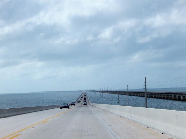 Tramo de la carretera sobre el mar de los Cayos, Florida
