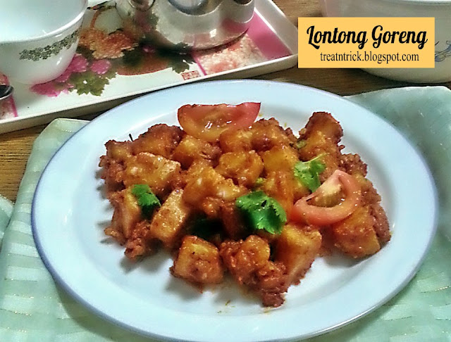 Lontong Goreng aka Fried Rice Cake Recipe @ treatntrick.blogspot.com