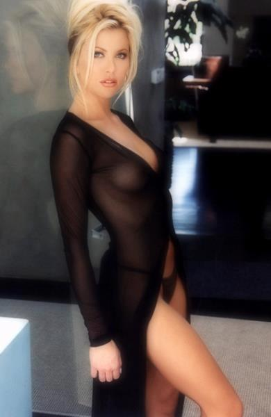 Hot nude chubby brunette