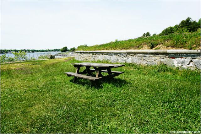 Mesa de Picnic en el Fuerte McClary, Maine