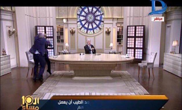 بالفيديو خناقة أحمد شوبير والمعلق أحمد الطيب والضرب بالأيدي والشلوت ووتفاصيل إصابة أحمد شوبير