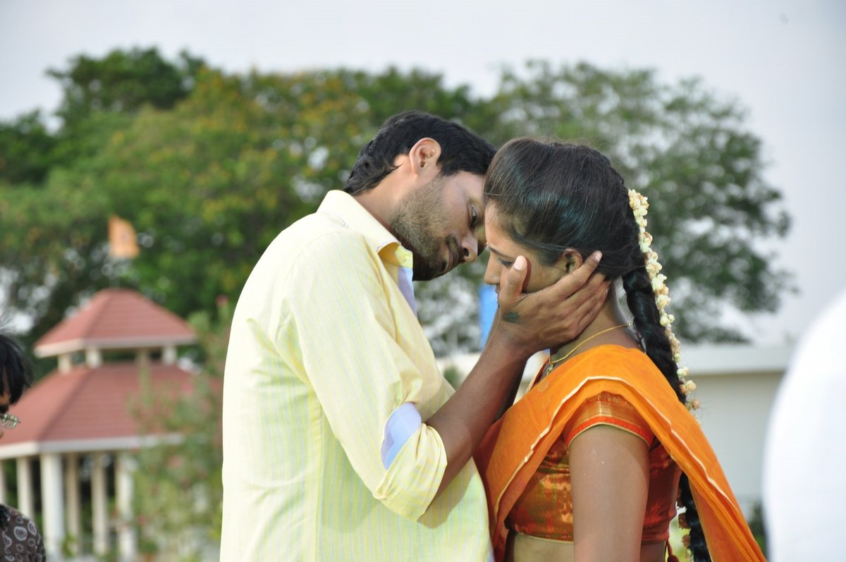 Idho Prema Lokam movie stills-HQ-Photo-2