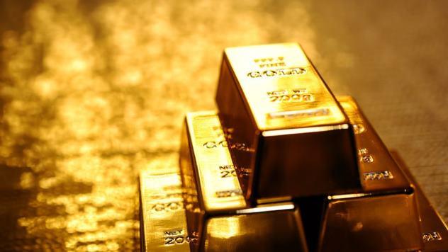 استقرار متوازٍ بين الذهب والدولار عالمياً ومحلياً