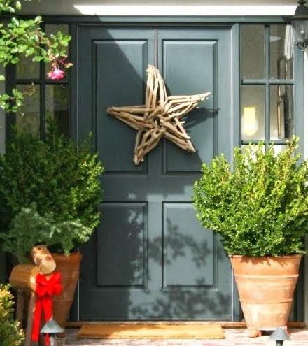 Christmas front door with driftwood star