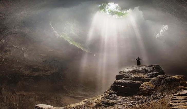 Wisata Gunung Kidul : Goa Jomblang yang Eksotis