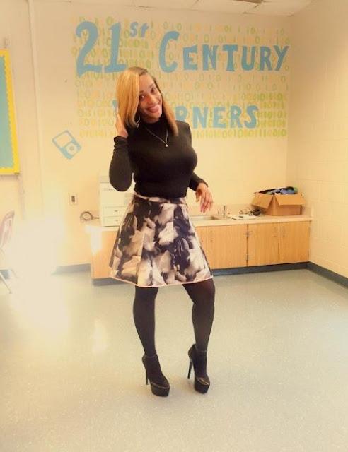 Maestra de primaria causa polémica por vestimenta entallada