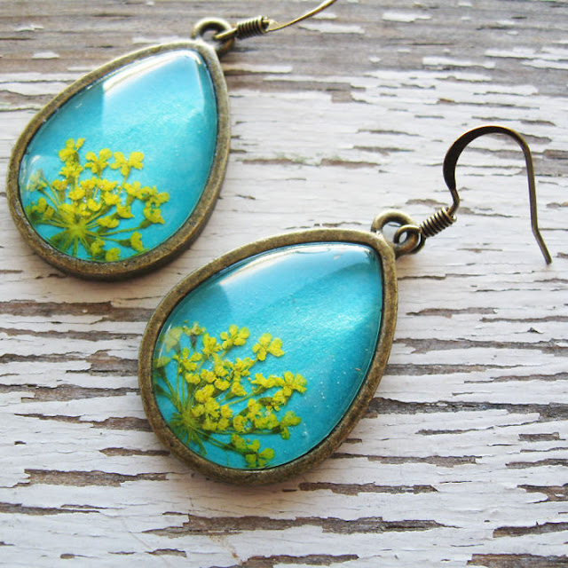 pressed flowers jewelry