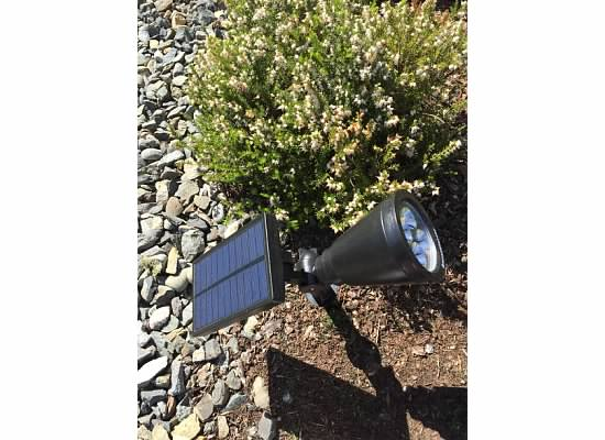silly mommy of 2 silly girls review solar powered outdoor spotlight