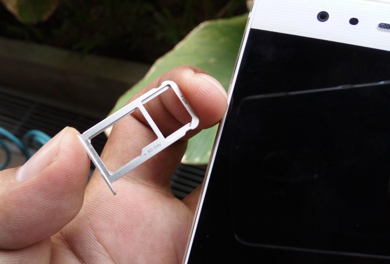 Huawei P9 micro SD and SIM tray