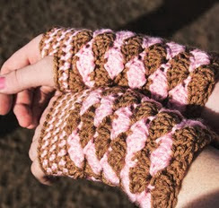 http://translate.googleusercontent.com/translate_c?depth=1&hl=es&rurl=translate.google.es&sl=en&tl=es&u=http://www.mnecrafts.com/2012/12/saturdays-free-pattern-wrist-warmers.html&usg=ALkJrhgsuHa63txEuY4mMi0nbOmsUm9UeA