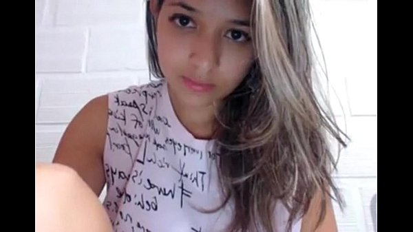 Novinha delicada Caiu na net se masturbando pro seu namorado na webcam