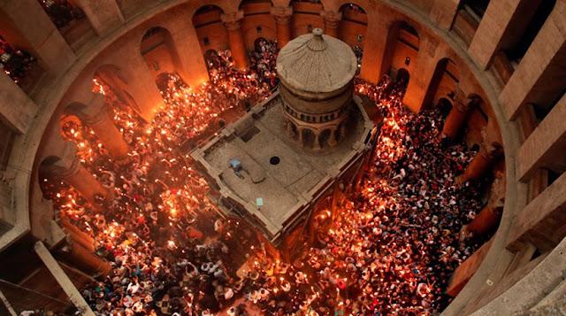 Η αφή του Αγίου Φωτός σήμερα στα Ιεροσόλυμα (βίντεο)