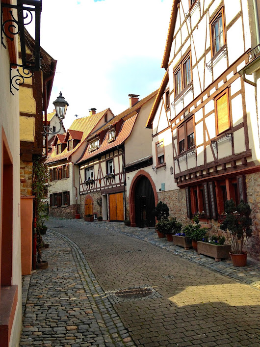 Weinheim: Beautiful Border Town on the Bergstrasse along the Odenwald on the border between Hessen and Baden-Württemberg