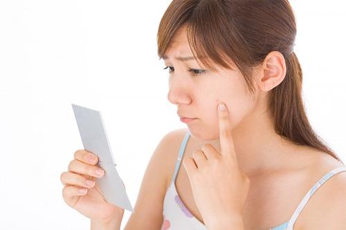 Cùng tìm hiểu nguyên nhân và cách trị hết mụn cám trên mặt nhé (6)
