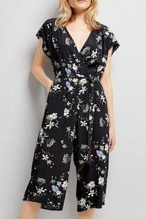 Combinaison jupe-culotte noire effet cache-cœur à imprimé floral - NEW LOOK